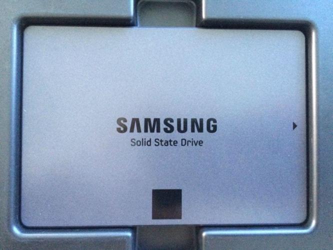 1TB Samsung SSD 840 EVO (SATA) **SUPER FAST, MASSIVE