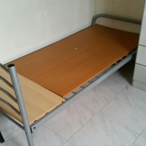 2 metal bed