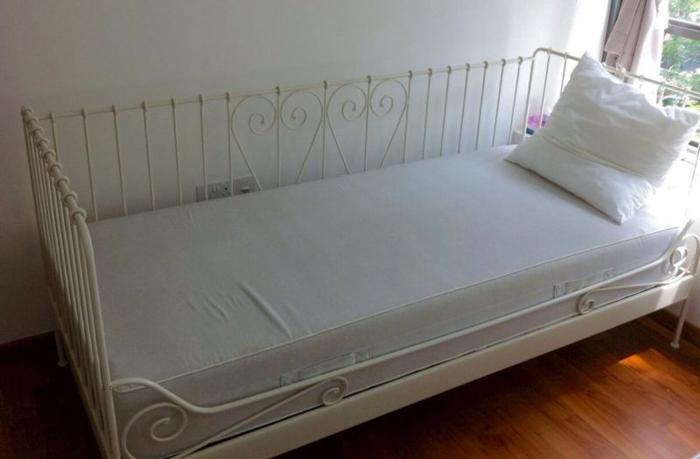 2 single 'day bed' metal frames & memory foam