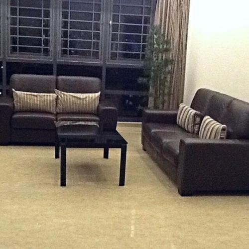 2 SOFAS AND COOFFE TABLE // good condition