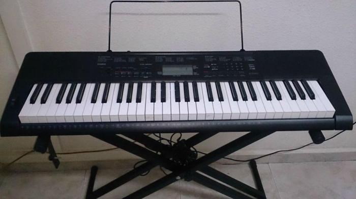61 Key Casio Keyboard - Model CTK 3200