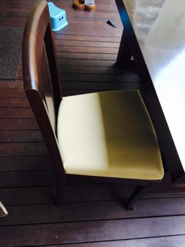 6 Person Dining Table (Very Good Condition)