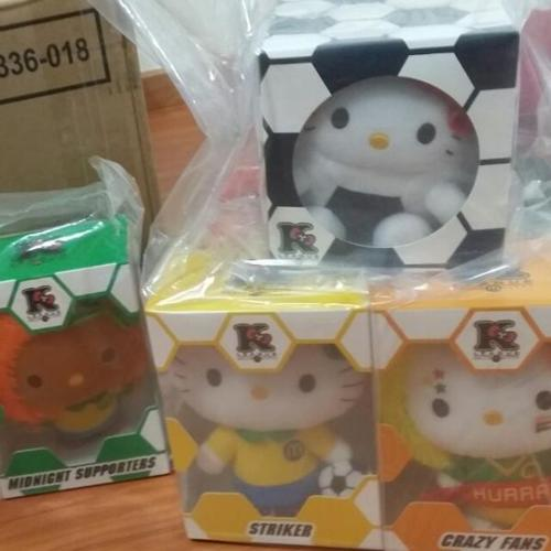 $80 * Ready Stock Sealed 7 Pieces Hello Kitty World Cup