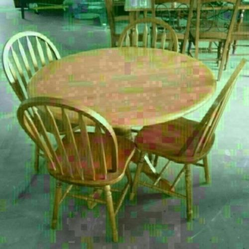 A238 - Round wooden Dining Table + 4 Dining Chairs
