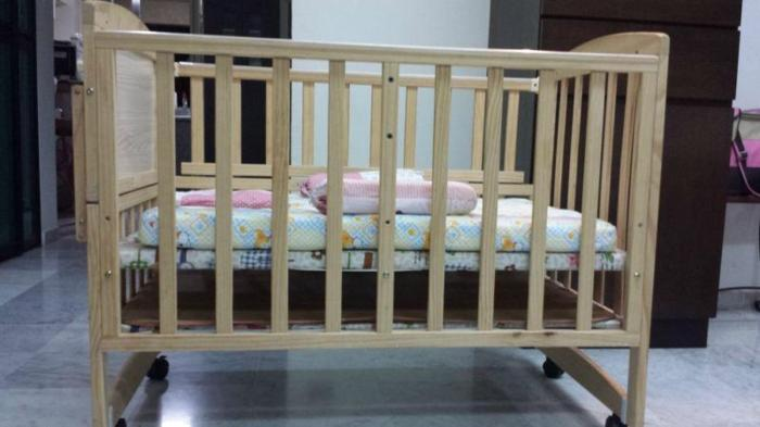 Almost new 'Baby Cot' with Free kiddy palace mattress