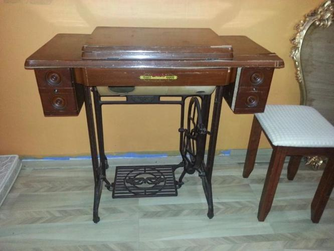 Wondrous Antique Butterfly Sewing Machine For Sale In Woodlands Home Interior And Landscaping Transignezvosmurscom