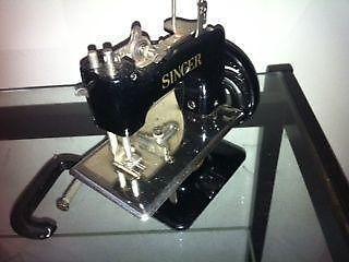 Antique, Vintage 1920s30s Singer Sewing Machine,