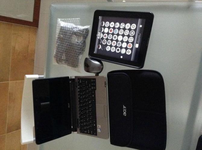 Apple IPAD 1st Gen plus ACER Aspire ONE Laptop