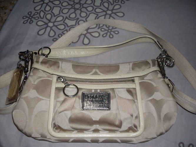 21a4fd66cfa8 Authentic coach sling   shoulder poppy bag for Sale in Ang Mo Kio ...