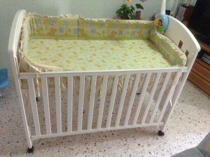 Baby one baby cot + latex mattress + teething rails +
