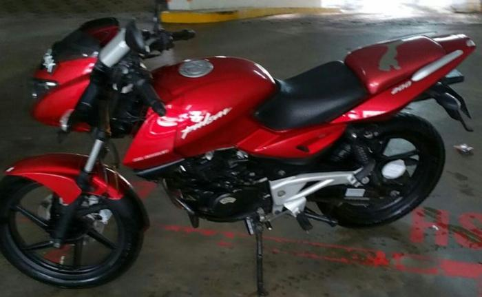 Bajaj Pulsar 200 CC in brand new condition, Milage 9900