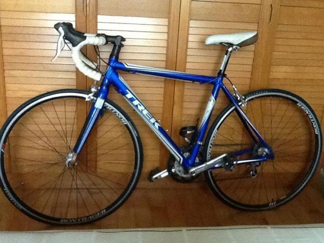 BARELY USED: Women Trek 1 2 Alpha Road Bike White & Blue