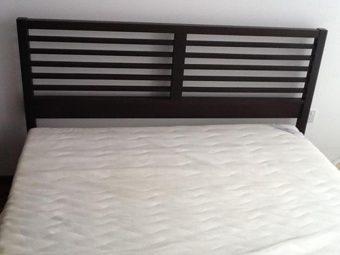 Beautiful Pickett and rail wallnutt bed