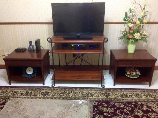 BEAUTIFUL TV CONSOLE WITH REAL MAHOGANY SIDE TABLES -