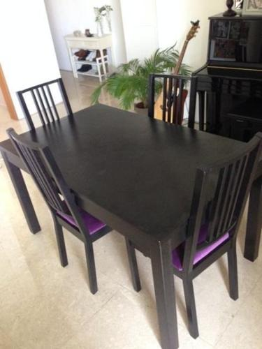 Black extendable table with 4 chairs- Great Condition