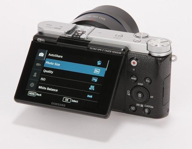 Black SAMSUNG NX3000 (16-50mm Lens)