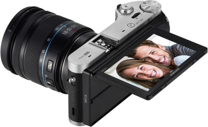 Black SAMSUNG NX300m (18-55mm lens)