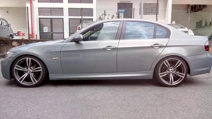BMW320i Car For Rent