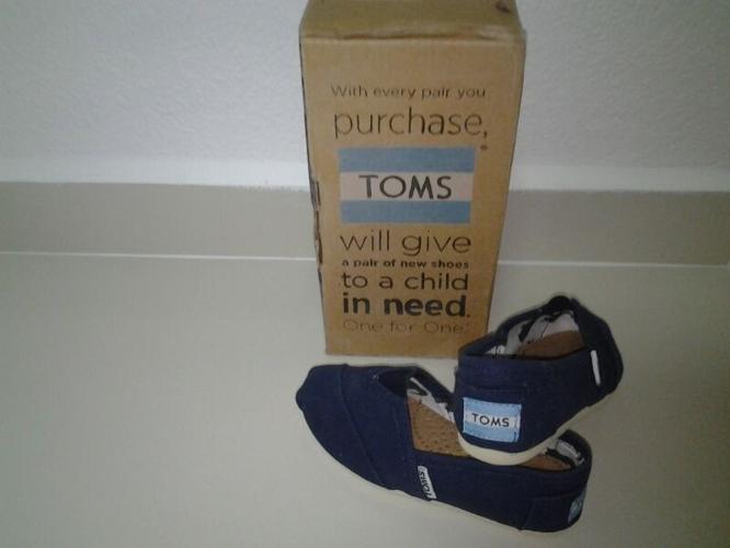 BNIB TOMS REPLICA SHOE(FOR BOYS)