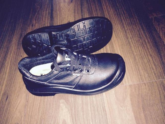 Brand NEW safety shoes - size 3 UK - Free Delivery