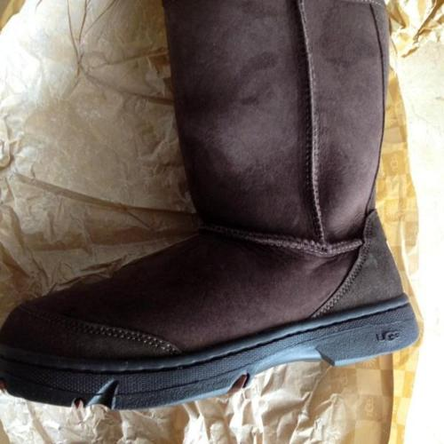 Brand new UGG Ultimate Short Boots USA size 8