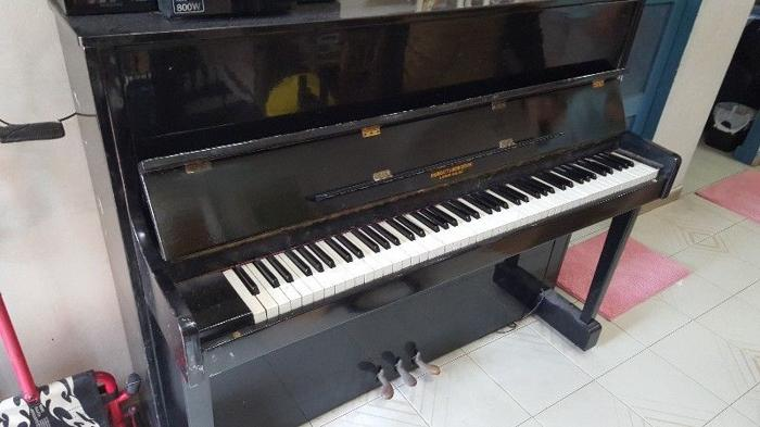 branded Standup solid wood piano for sale