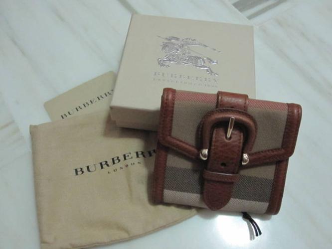 Burberry Wallet (Authentic, Brandnew)