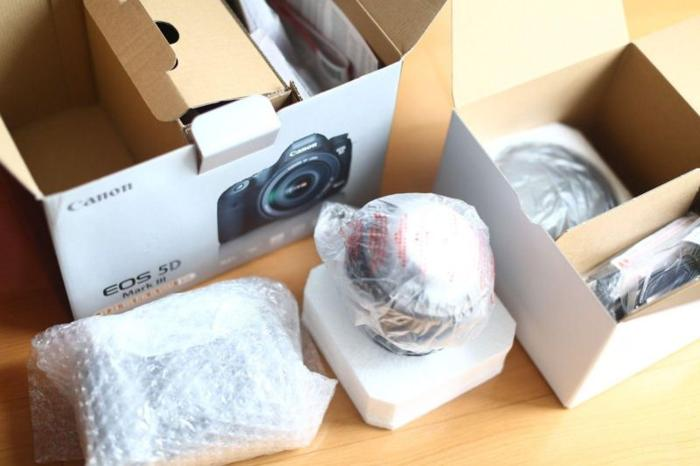 Canon EOS 5D Mark III Comes with 2 great lenses