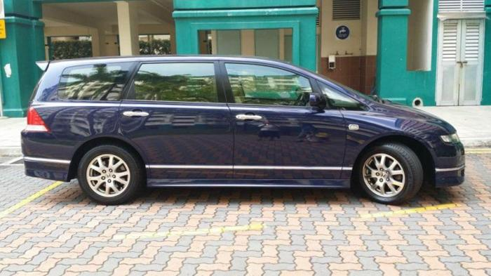 CHEAP LUXURY MPV (COE EXTENTION - low mileage ) HIGH