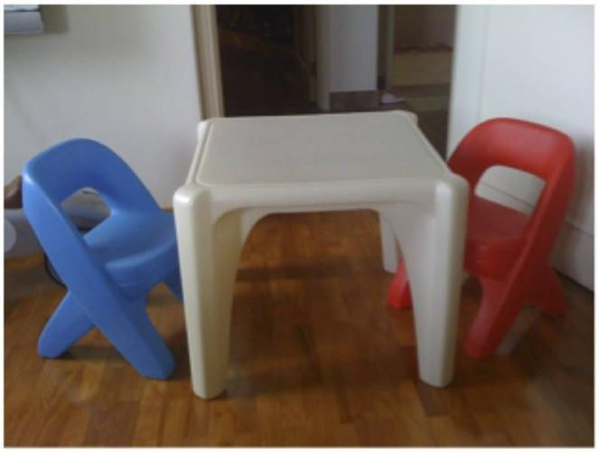 Ihram Kids For Sale Dubai: Children's Table And 2 Chairs From Step 2 For Sale In