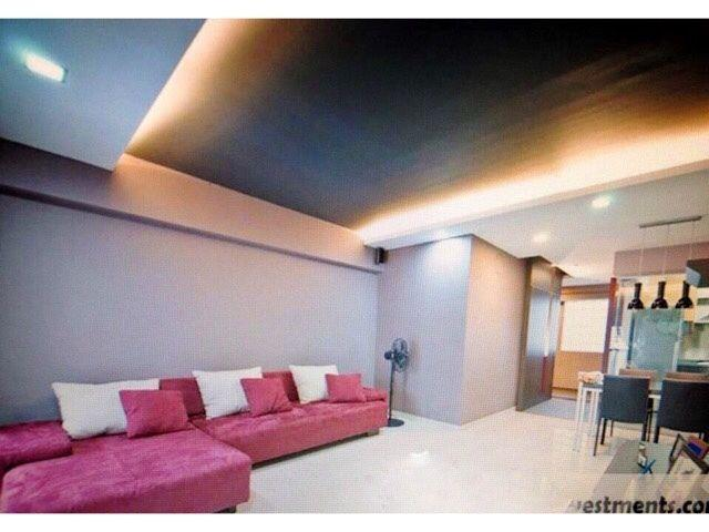 Common room for rent ($810). 7 minute walk to Tanah