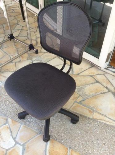 Computer chair (height adjustable)