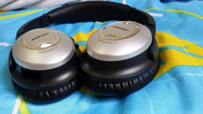 Cyrus III Integrated amplifier and Bose headphone