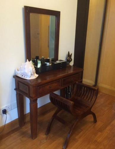 Desk & Chair (for woman)