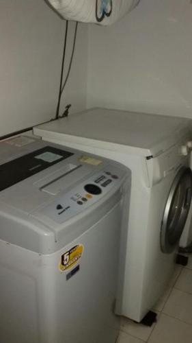 ElectroLUX 6kg Washing Machine(beside door)