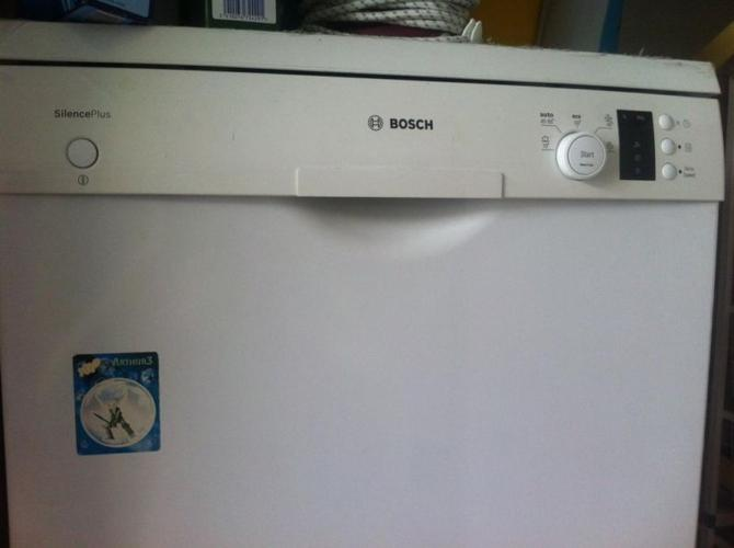 Expat Leaving -Bosch Dishwasher - very good condition -