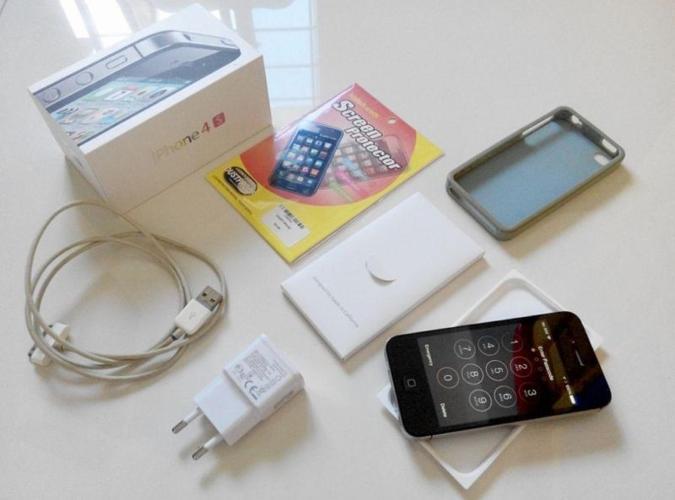 FOR SALE: Used iPhone 4S 32GB - Black c/w Original Box
