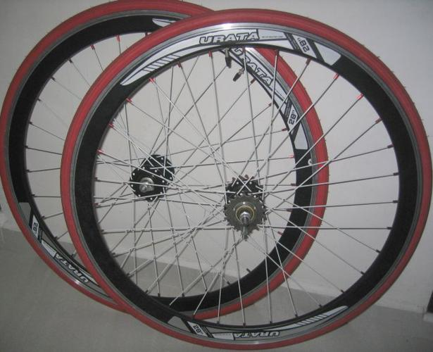 Front, rear bicycle wheels for 700c frame . Kenda tires
