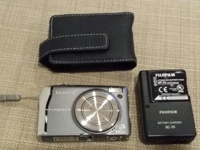 fuji film digital camera 9.0 Mega pixels. LITHIUM -ION