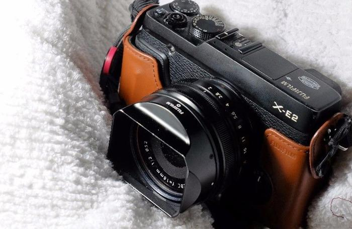 FUJIFILM XE-2 BLACK WITH HARD LEATHER CASING