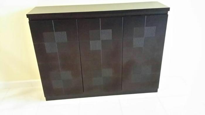 Good condition. 3 door shoe cabinet!