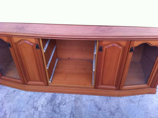 GOOD CONDITION TV RACK FOR SALES..ONLY $80!!