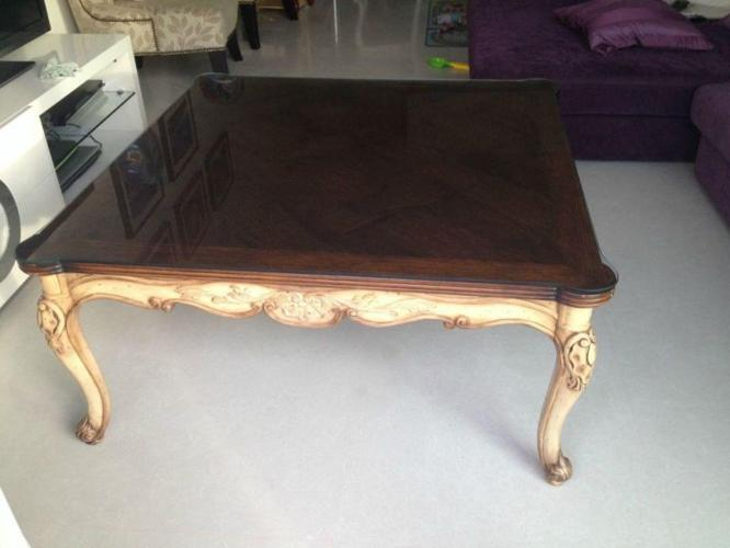 Gorgeous coffee table - nearly new condition