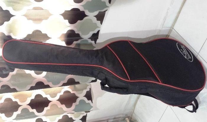 Guitar bag for 4/4 size acoustic guitar