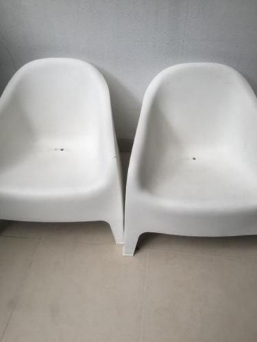 IKEA Skarpo white plastic chairs -2