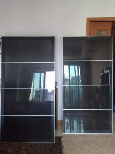 separation shoes edbba 0fe27 IKEA wardrobe sliding doors (PAX UGGDAL) for Sale in Keppel ...