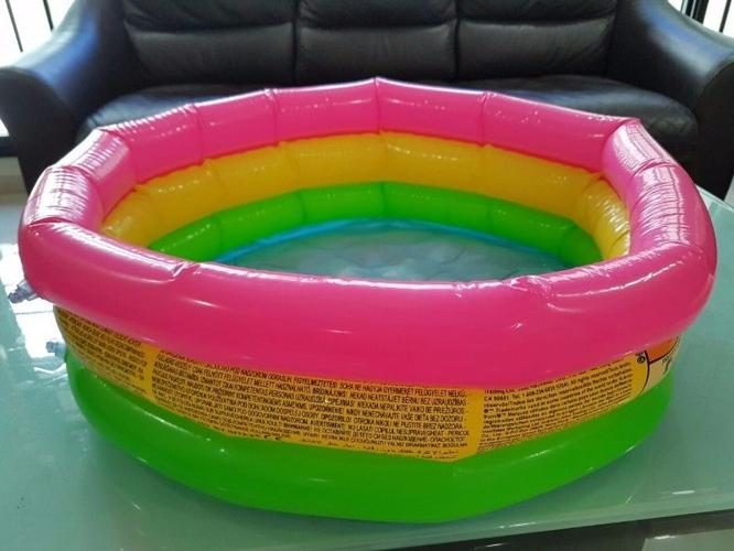 Intex baby pool / Kids outdoor ball pit