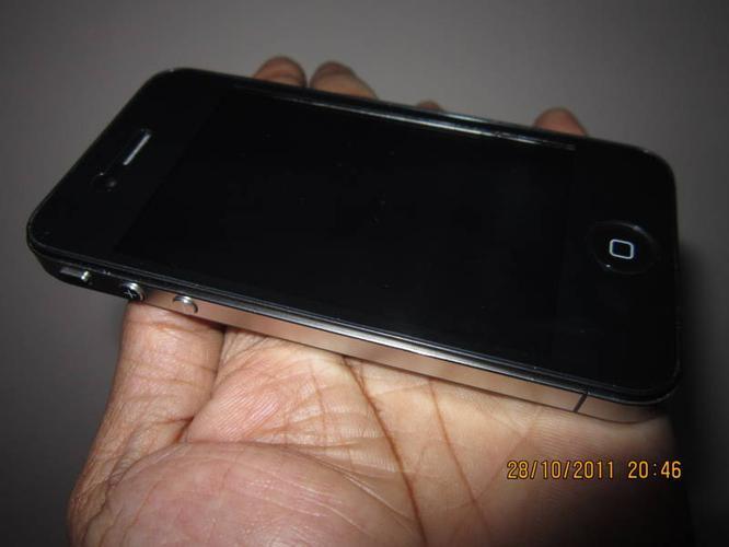 IPHONE 4 - LOOALIKE