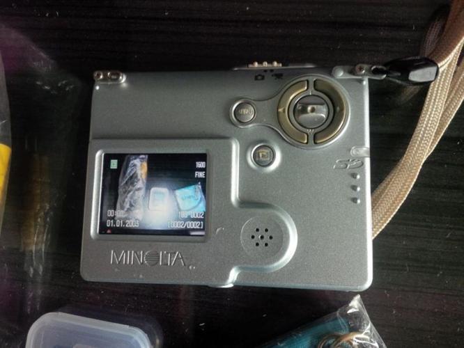 Konica Minolta Dimage X20 2.0MP (runs on AA Batteries)