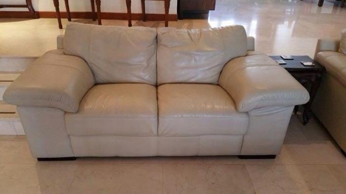 LEATHER SOFAS. BOUGHT IN DUBAI. MUST SELL IN 2 DAYS!!